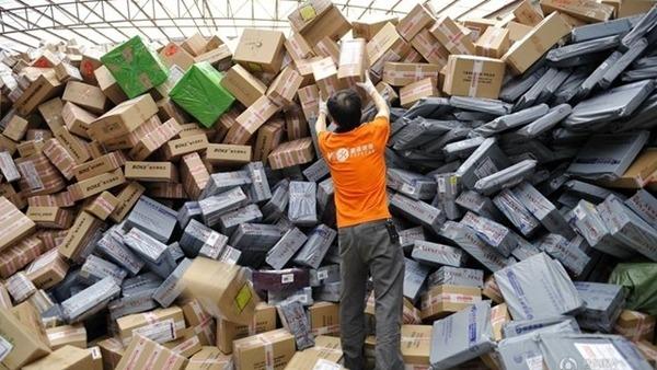 內地網購發達,快遞包裝造成海量垃圾,引起關注。