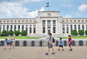 美國今年經濟增長、通脹表現與往年相若,聯儲局卻一改過去兩年年均加息一次的頻率,有望年內加息共3次。(法新社資料圖片)