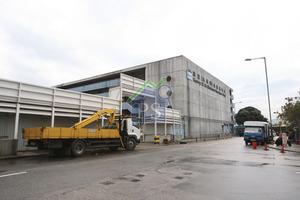 嘉里於九龍灣的危險倉獲批重建成豪宅,目前已與地政總署暫停商討補地價,或考慮作商業發展。
