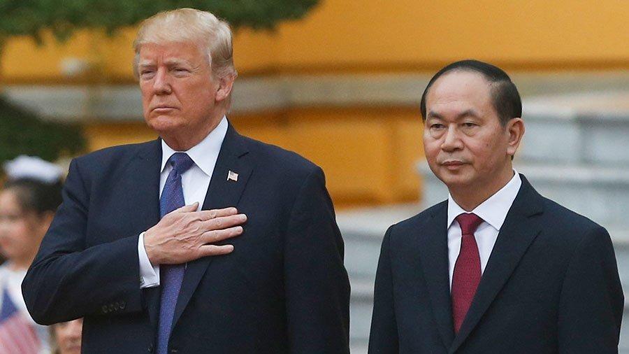 美國總統特朗普昨天與越南國家主席陳大光會談時,就南海問題表態,稱願意充當中越間的調停角色。