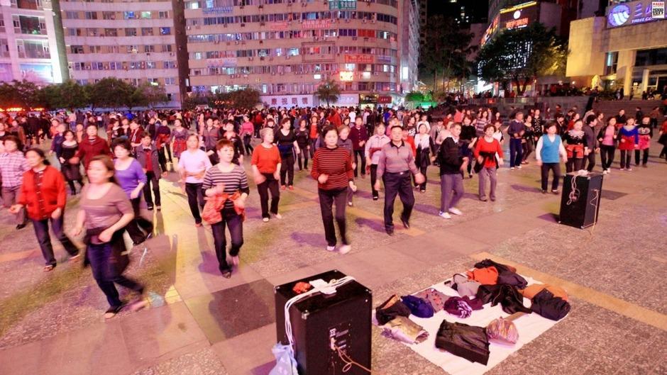 參與廣場舞的民眾愈來愈多,隨之而來的噪音擾民等問題也飽受詬病