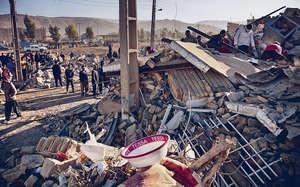 地震在伊朗造成嚴重破壞,克爾曼沙赫省不少建築物倒塌,一片頹垣敗瓦。(法新社圖片)