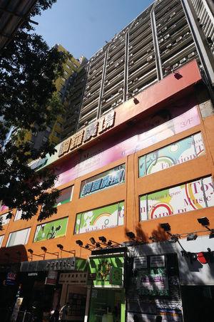 銅鑼灣商業大廈中層單位以2800萬元放售,呎價約1萬餘元。