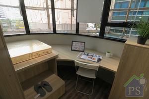 若宿生想擁有獨立工作環境,亦可以選擇間隔較寬敞,配備書桌的床位。