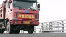 測試人員通過兩輛滿載共70噸的載重卡車,以每小時10至60公里不等的時速在大橋上行駛,測試橋面承受能力。