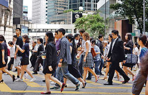香港管理的資產總值近幾年不斷上升,但人才的供應量未能追上,有見及此,金管局夥同私人財富管理公會推出私人財富管理先導人才培訓計劃 。(資料圖片)
