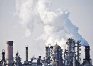 全球暖化日益嚴重,人類的生活及生命所承受的風險不斷增加,當全球自然資源告急,各行各業務必受到影響,拖累經濟。(路透社資料圖片)