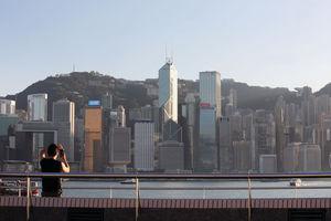 高力國際調查顯示,投資者普遍對明年香港樓市樂觀,認為本港寫字樓出租率高,回報不俗,預計成明年投資焦點。