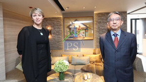 Greenhill Properties旗下跑馬地租賃式住宅晞品,昨委託仲量聯行作項目獨家代理。左為仲量聯行區域董事馬瑞婷,右為Greenhill Properties銷售及市務拓展經理柯靄邦。