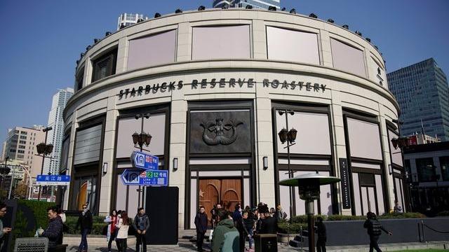 看好中國迅速發展咖啡文化,美國連鎖咖啡品牌星巴克(Starbucks)在上海開設的全球最大門市,昨天正式開幕。