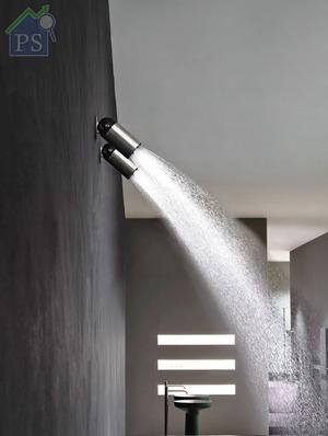 以不銹鋼及黑色樹脂Derlin鑄造而成的多角度花灑頭Azimut,適用於牆身及天花,亦可單一或組合式安裝。