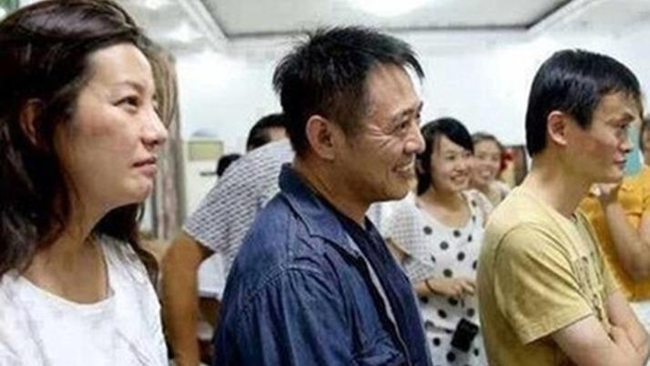 馬雲、趙薇與李連杰(中)同框。