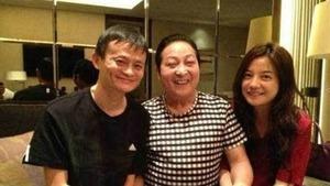 馬雲與趙薇與「大師王林」合照。