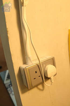 室內已預留了多個插蘇位,至於電綫及水管均以外露式設計。