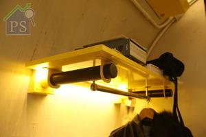 由於實用面積僅100呎,所以儲物式傢俬特地加入滲光效果,以光亮度提升視覺上的空間感。