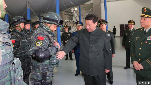 習近平視察武警特種部隊。