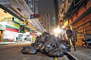 循環經濟不景,港人平均日棄垃圾的數量竟高達1.41公斤,不跌反升,創23年的新高。(資料圖片)