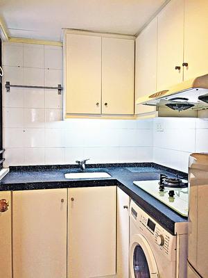 廚房企理,儲物空間足。