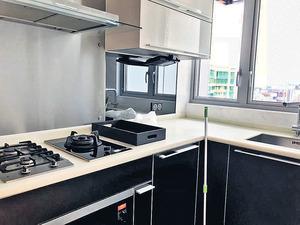 廚房企理,基本爐具齊備。