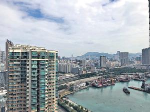 單位外望城市景及部分海景。