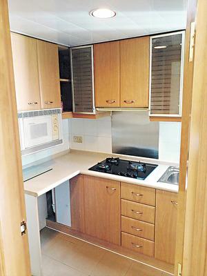 廚房儲物空間充裕,並已預留洗衣機位置。