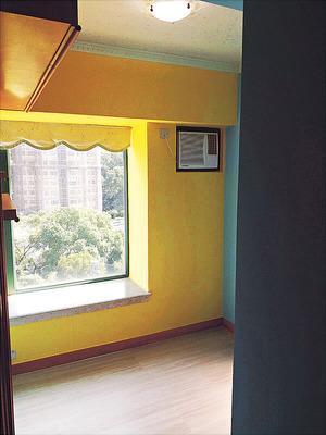 房間設有窗台,可加以善用。