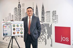 JOS香港及澳門區董事總經理柯志成認為,本港IT業是有發展前景,但需要政府帶領推動,並讓新一代願意修讀、從事IT行業,「或者應要努力向父母輩宣傳IT業的出路」。(梁偉榮攝)