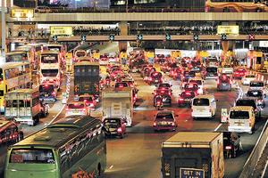 有分析認為,日前推出的「智慧城市藍圖」,顯示了本港政府對現時及未來面對的迫切交通運輸以及出行的問題認識不足。(資料圖片)