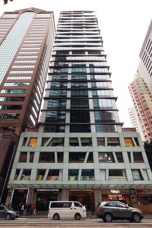 本地資金大手吸納大額物業,包括永倫集團以28.5億元購灣仔W Square全幢。