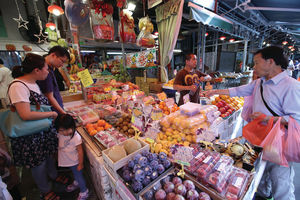 水果店的營業時間相對較長,市民下班後亦可光顧購買,因此盈利能力亦高。