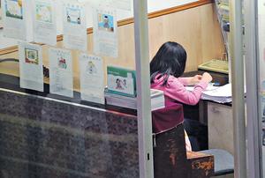 本港學生每逢長假都有不少功課要做,令放假的歡樂氣氛大打折扣。(資料圖片)