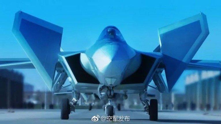 國產新一代隱身戰鬥機殲-20,開始列裝空軍作戰部隊。