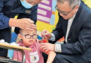 本港流感肆虐,有專家多番強調幼童接種流感疫苗有助減低受感染的風險。 (資料圖片)