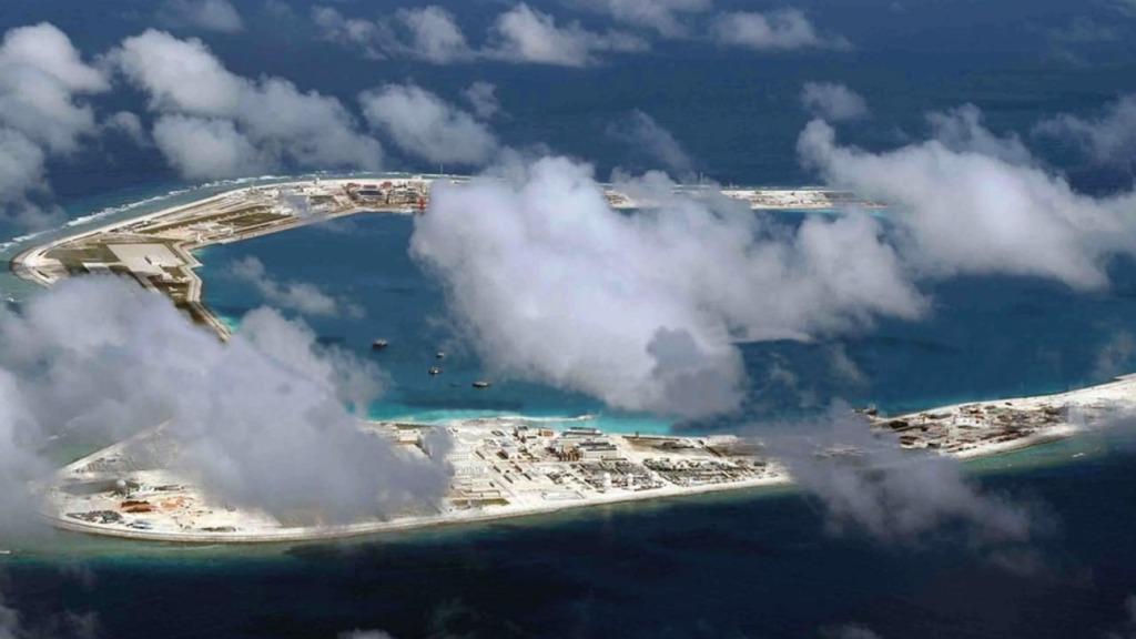 中國在南海島礁填海建設,觸動西方神經。