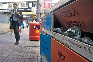 本港膠樽的分類回收率低,政府和環保人士皆提及香港可考慮採用按樽安排,以改善膠樽回收情況。(資料圖片)