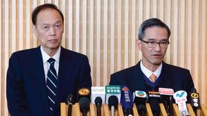 土地供應專責小組主席黃遠輝(右)強調,爭取建屋是「寸土不讓、寸土必爭」。旁為副主席黃澤恩(左)。