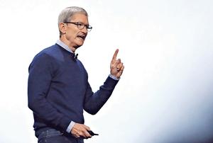蘋果行政總裁庫克表示,不傾向派特別股息,但有意拓展醫療保健業務。(法新社資料圖片)