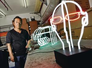 霓虹燈師傅胡智楷在傳統工藝加入立體、動態設計,製作人頭、3D英文字等燈飾,盼為行業找到新出路。(林宇翔攝)