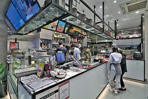 餐廳現時有約10名員工,Chris選擇配合員工的興趣及想做的事,並結合餐廳遠景一起實踐,保持良好關係之餘,亦可減低流失率。(陳智良攝)
