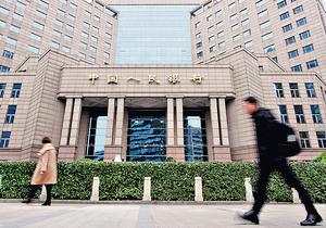 隨着銀監會保監會合併,職責劃入中國人民銀行,監管機構職能將進行重大調整,監管理念由分業監管轉向混業或綜合監管、由機構監管轉向了功能及原則導向監管。(新華社資料圖片)