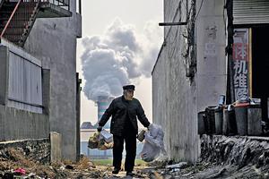 中國今年宣布全國實施排放限額與交易制度,管制內地電力行業的溫室氣體排放量。碳市場將變得全球化,而中國將會成為全球碳市場的基石。(路透社資料圖片)