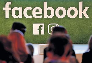 fb醜聞令不少人失望,不啻是一次反思契機——若fb終有一天消失,「做新聞」和「睇新聞」者取回更多主導權,日後傳媒應如何呈現新聞?讀者怎選新聞媒介?(路透社資料圖片)