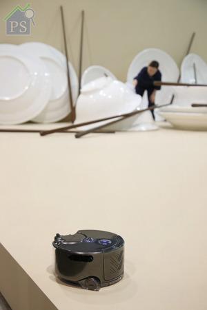 去年率先在日本推售的dyson 360 Eye Robot Vacuum吸塵機械人,是展台上唯一自動「遊走」的現代產物。