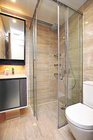 (1座中層A01室)浴室採用企缸設計,十分慳位。(本刊攝影組)