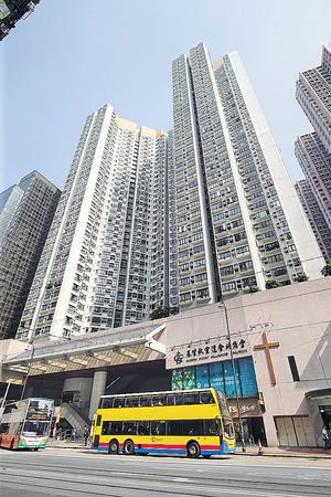 北角老牌屋苑康澤花園亦錄D座低層2室低價成交,實用面積574平方呎,以$890萬易手,呎價$15,505,低市價近一成。(本刊攝影組)