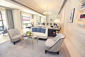 會所大廳空間寬敞,以白色為主簡潔明亮,並放有多張梳化供住戶休息。(本刊攝影組)