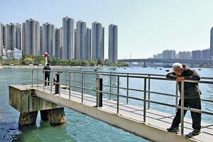 全港65%無私人物業的市民,分享不到經濟發展成果;而隨着樓價上升,有樓與無樓的差距更愈來愈大。(資料圖片)