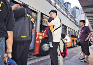 香港不少公共交通工具均設兒童優惠,年齡限制多為3至4歲或以下。(資料圖片)