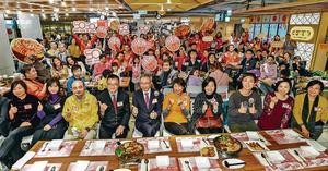 大家樂剛於農曆新年期間,宴請1500名基層市民到旗下食肆,享用盆菜開年。(受訪者提供圖片)