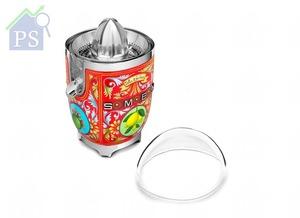 除了堅固的鋁合金機身,不含雙酚A的果汁容器蓋及榨汁碗,均容易裝拆清洗。